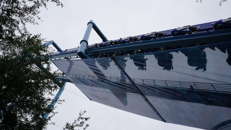 One of Manta's coolest features is that it climbs the lift right over the pathways.